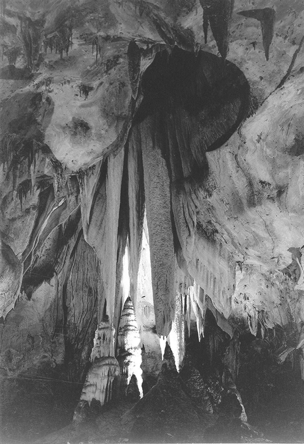 Onyx drapes in the Papoose Room, Carlsbad Caverns, 1942