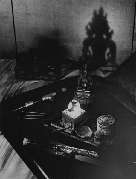 An opium den, Avenue Bosquet, Paris, 1932 - Brassai