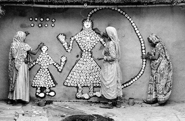 Women making a Samha Devi image, Haryana - Jyoti Bhatt