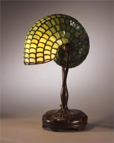 Reading lamp. Nautilus design, 1899 - Луис Комфорт Тиффани