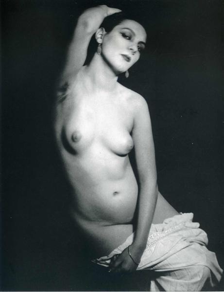 Kiki de Montparnasse, 1922 - Man Ray
