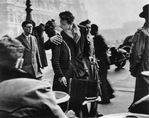 Kiss by the Hotel de Ville, 1950 - Robert Doisneau